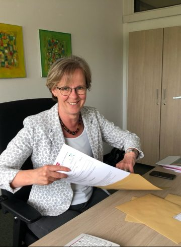 Monika Scherf übergibt Förderbescheid für Thedinghausen